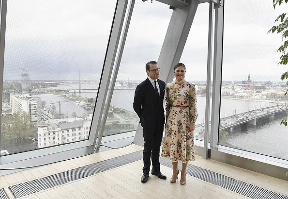 President of Latvia, Raimonds Vējonis and Ms. Iveta Vējone welcomed Crown Princess Victoria and Prince Daniel with a state ceremony held at Riga Palace