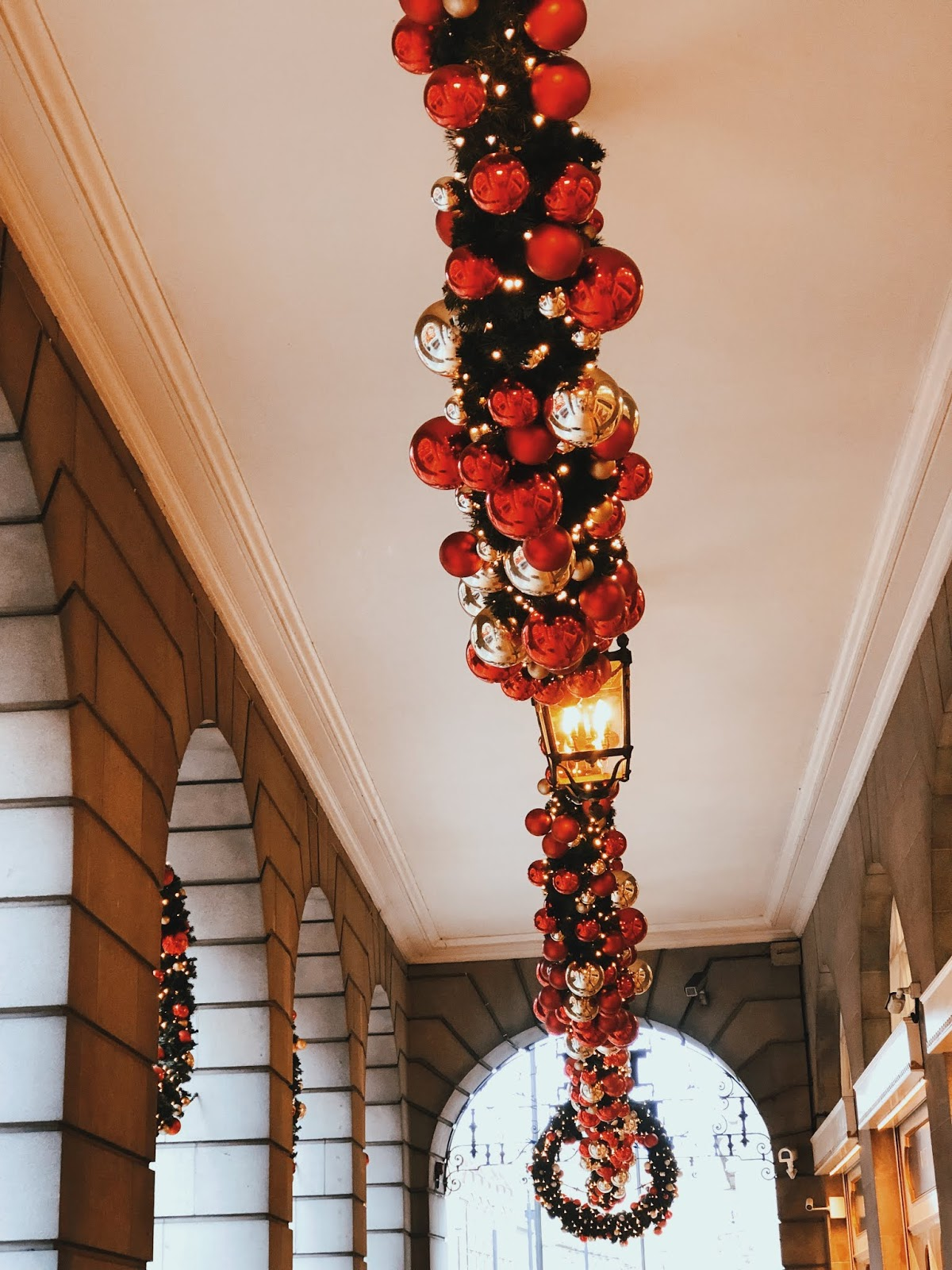 christmas in london, christmas decoration in london, christmas 2018, christmas decoration london 2018, indian blogger, london blogger, mayfair london, mayfair christmas decoration,