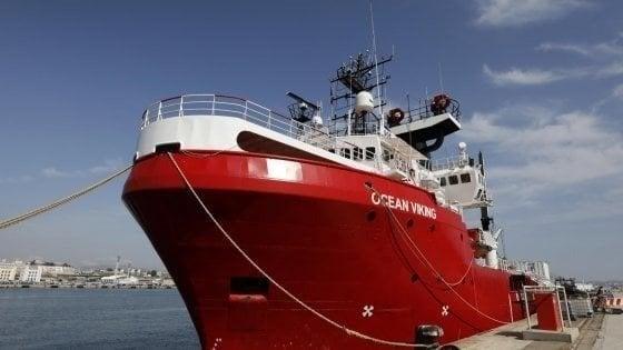 Ocean Viking, tamponi ai 180 migranti sulla nave