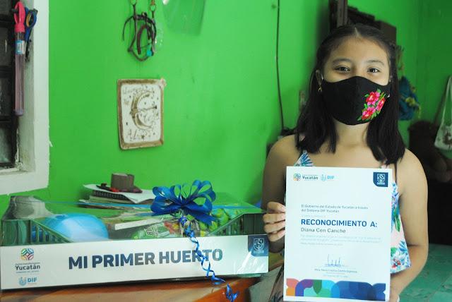 """Diana Cen Canché, ganadora del primer lugar en la categoría de 11 a 15 años, del concurso """"¿Quién es tu héroe de la alimentación?"""""""
