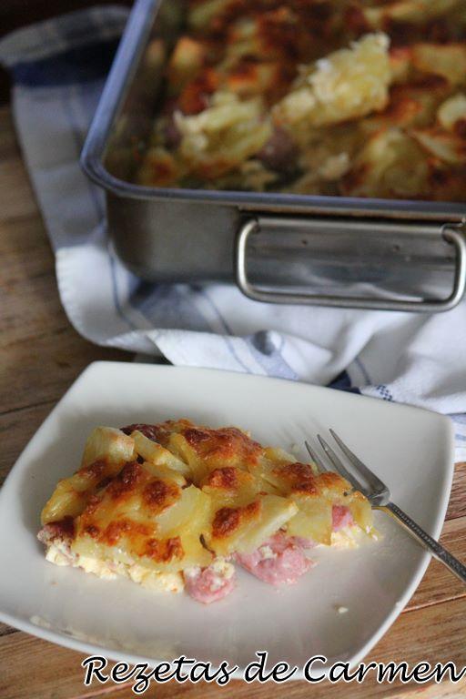 Pastel de patatas y salchichas