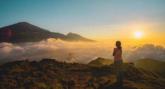 Bukit Pergasingan Lombok : Wisata Negeri Atas Awan di Sembalun