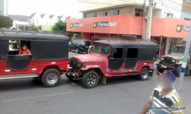 Um Acidente De Trânsito Envolveu Três Veículos Toyota Bandeirante Na Tarde  Desta Segunda Feira (06), Na Avenida 29 De Dezembro, Em Santa Cruz Do  Capibaribe.