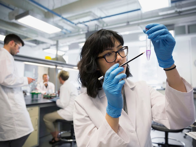 Scienziata di laboratorio