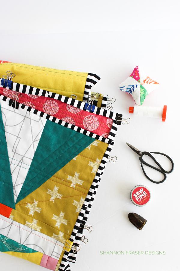 Binding the House of Cards modern improv quilt | Aurifil Thread creative challenge | Shannon Fraser Designs #aurifilthread #artgalleryfabrics #modernquilt #binding