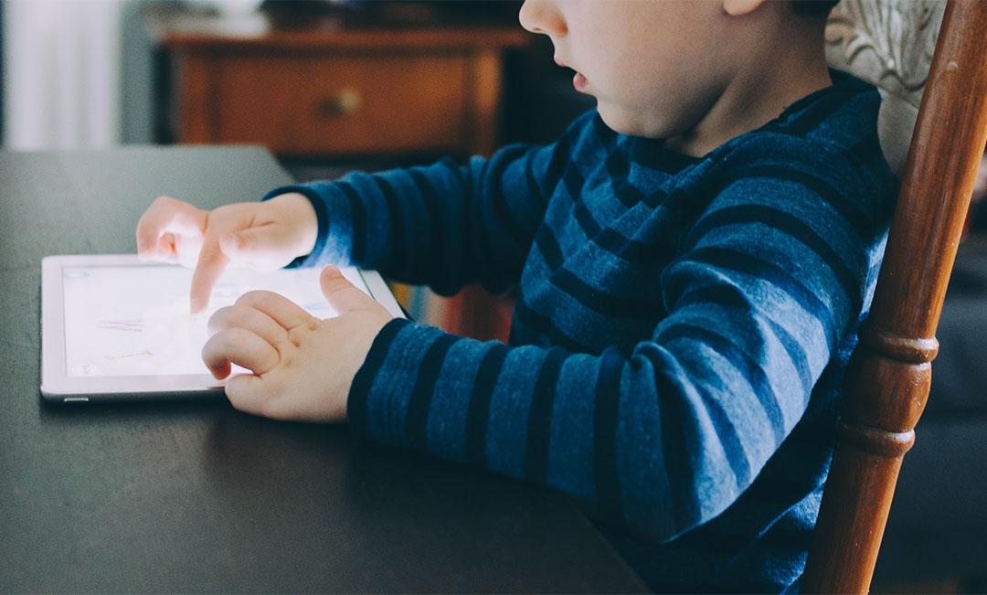 Bahaya Dedahkan Anak Dengan Gajet Usia Awal