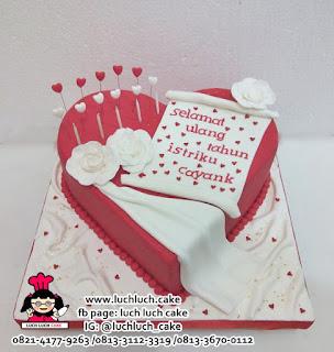 Kue Tart Bentuk Hati Love Romantis