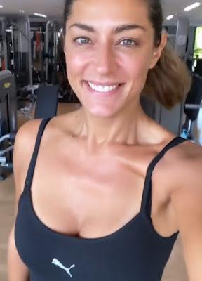 Elisa Isoardi con Body sportivo della Puma in palestra