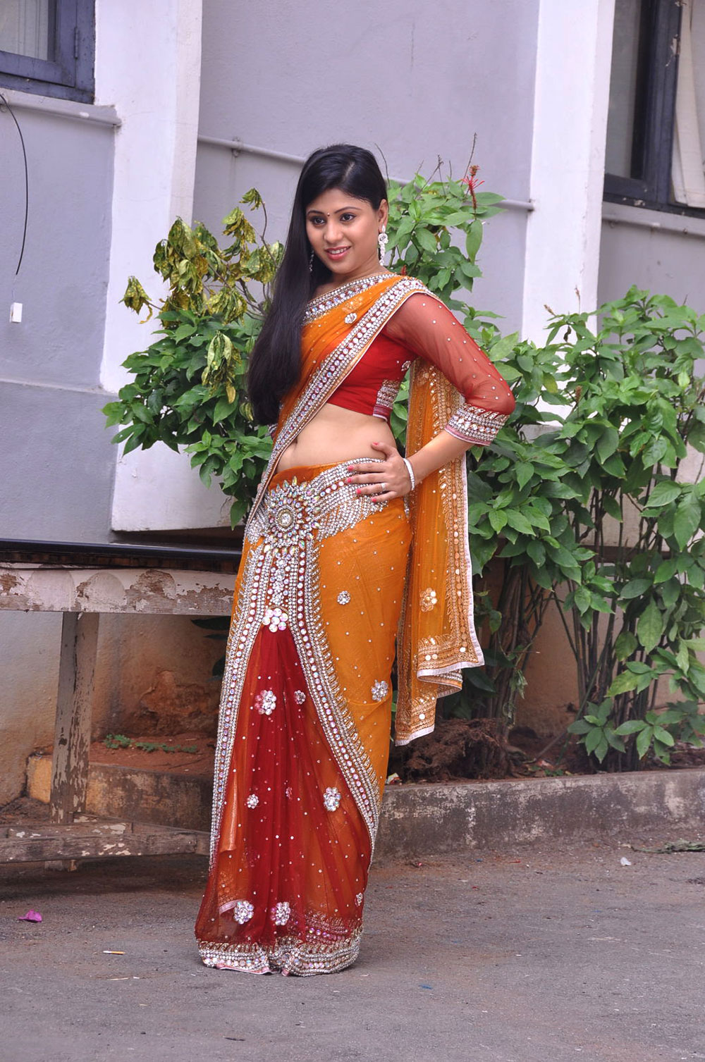 hot and sweet Ziya khan hot photos in designer saree gallery
