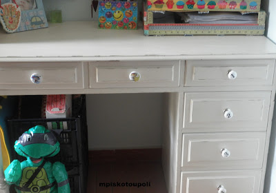 homemade chalk paint the white desk12