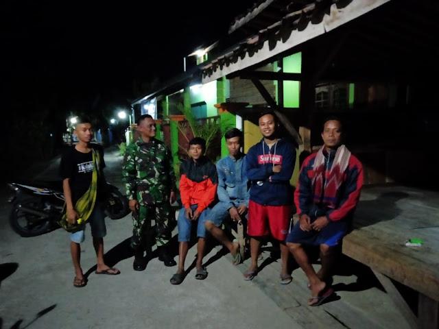 Tingkatkan Keamanan Wilayah Babinsa Cawas Adakan Siskamling dan Patroli