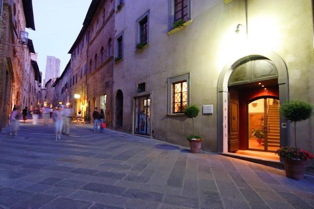 Entrada do Hotel L'Antico Pozzo em San Gimignano