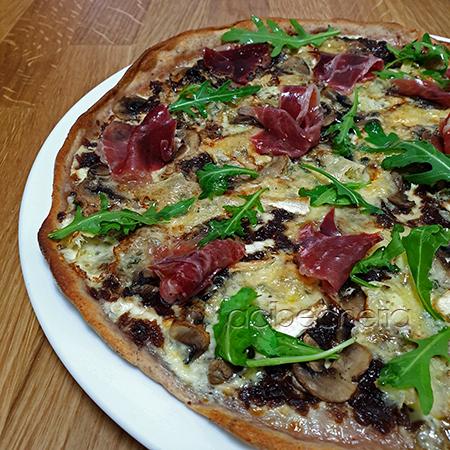 Flammkuchen, casi una pizza para morir de rica