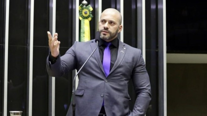 Alexandre de Moraes mantem deputado Daniel Silveira preso