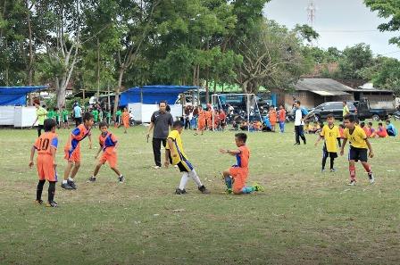 Puluhan SD/MI Dua Kabupaten Ikuti Turnamen Sepak Bola Mini