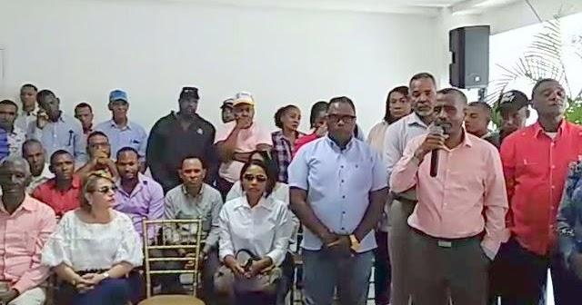 VER VÍDEO, EN SAN JUAN DE LA MAGUANA: Julio Cesar Bugue anuncia el retiro de su precandidatura a la alcaldía.