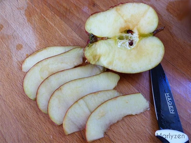 Coupez des tranches de pomme.
