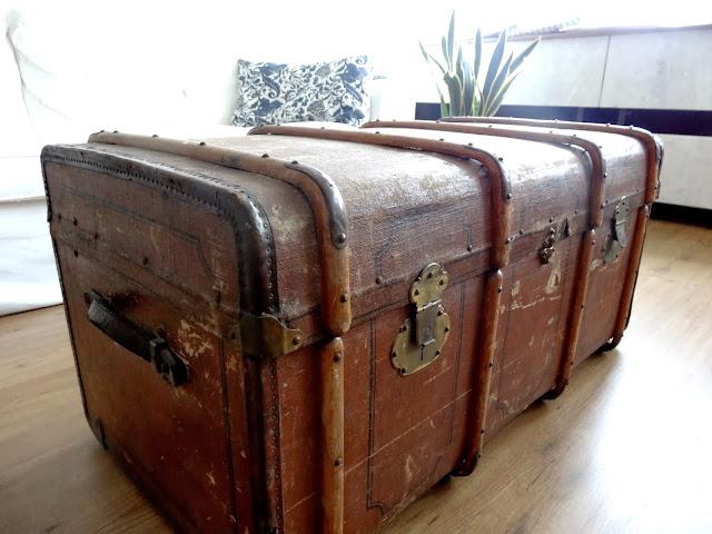 Echt Vintage: Alter Überseekoffer als Couchtisch