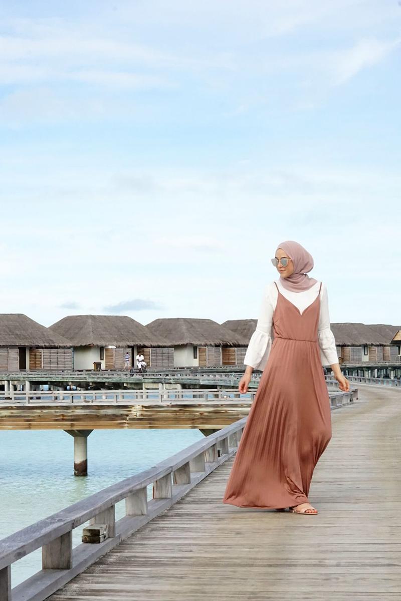Gaya foto di Pantai Manfaatkan Dermaga Buatan cewek igo