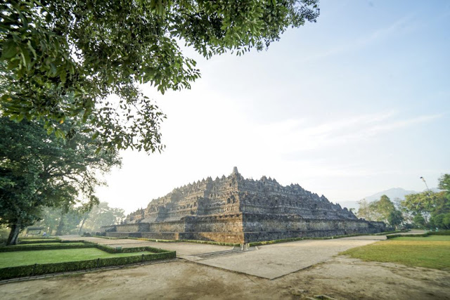 Largest Buddhist monumen