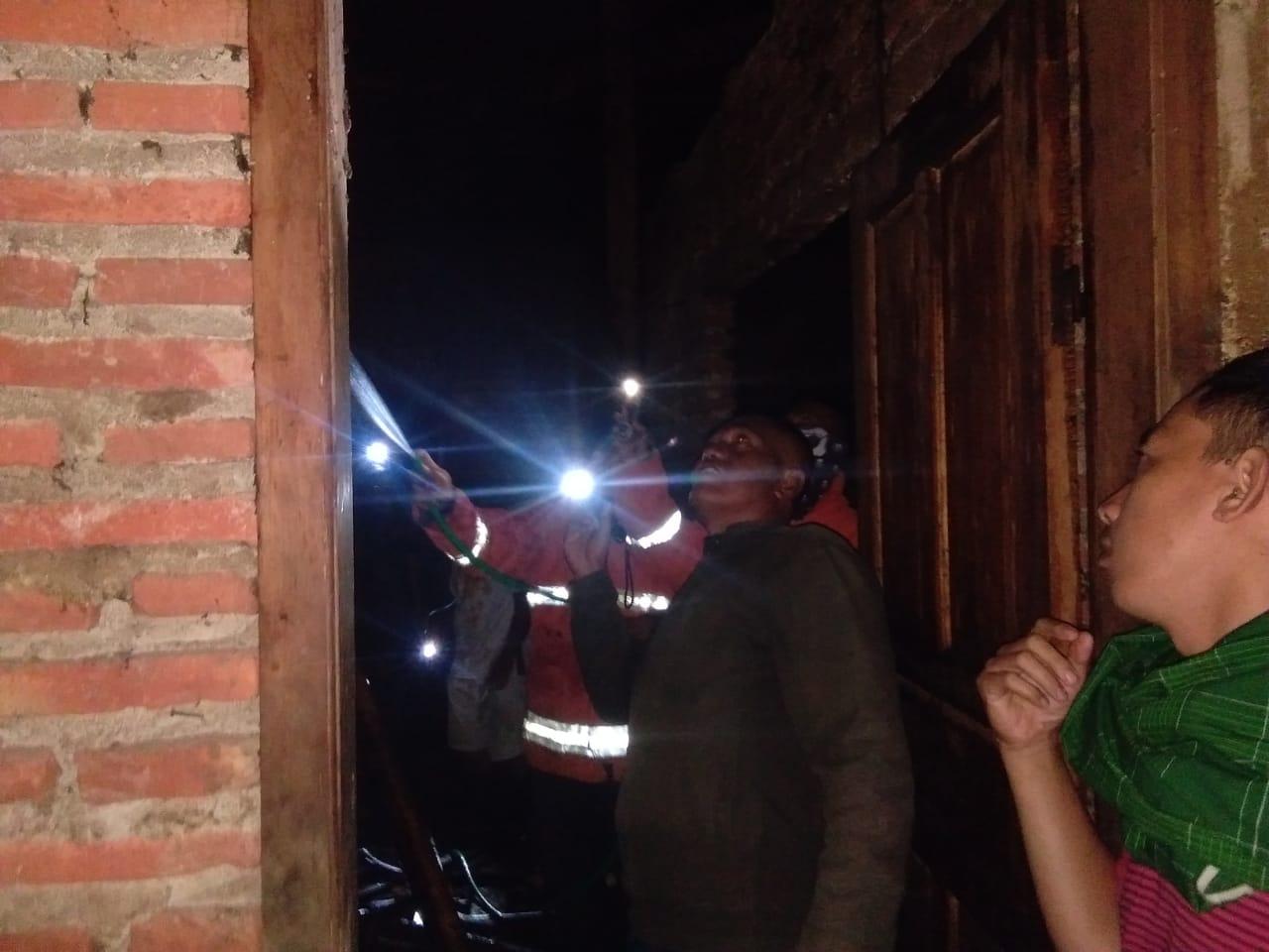 Akibat Tungku Masih Menyala Saat Di Tinggal, Atap Rumah Terbakar