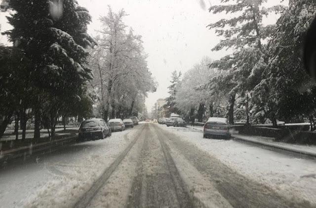 Από τις πιο δυνατές χιονοπτώσεις στην πόλη της Τρίπολης (βίντεο)