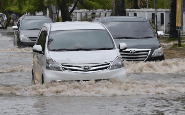 Cara Penanganan Mobil yang Terendam Banjir