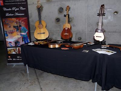 guitarra  - cuatro venezolano - charango -
