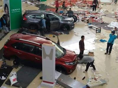 Parah..!! Mobil showroom sampe ludes juga di preteli penjarah korban palu