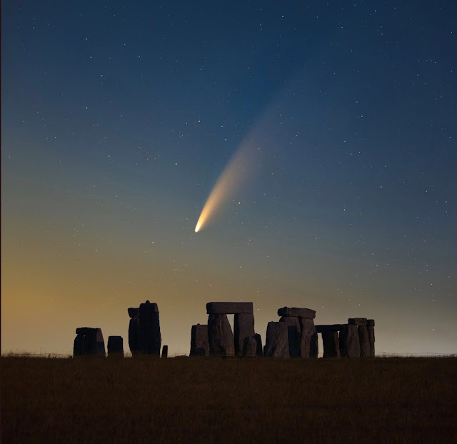 Neowise dancing with Stonehenge