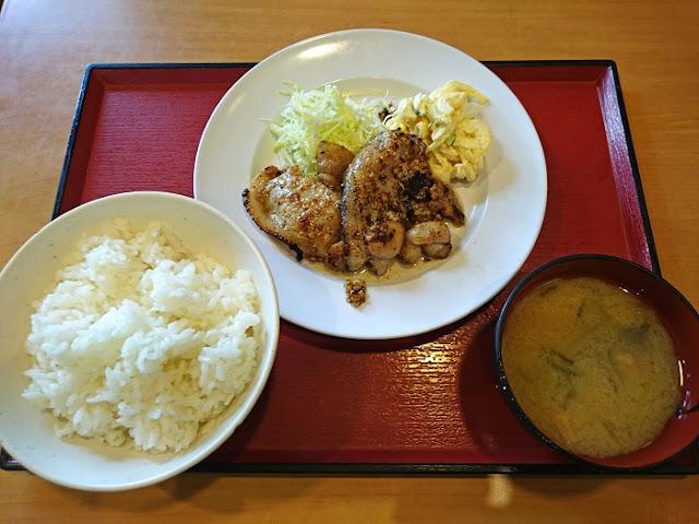 県産ロース塩麹焼き定食の写真