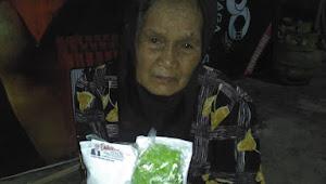 Iis Edhy Prabowo Berikan Nasi Ikan Pada Ribuan Warga Jawa Barat