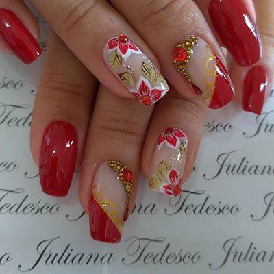 unhas decoradas vermelhas e dourado