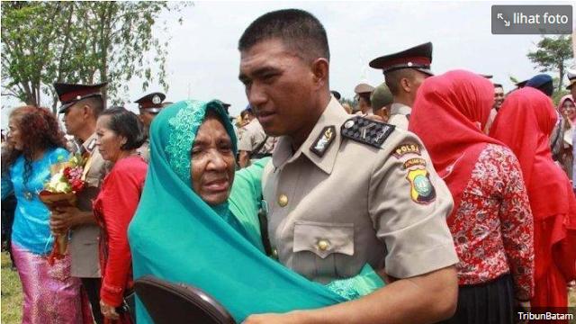 Kisah Viral Anak Pemulung Berhasil Menjadi Polisi, Modal Rp 300.000 dari Hasil Mulung Bareng Ibunya