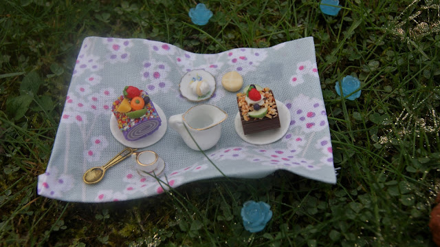 Dollshouse Picnic