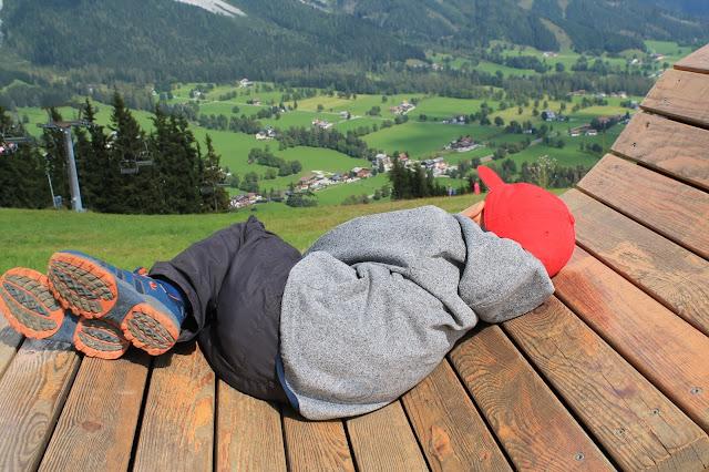 Blick ins Tal Rittisberg Tipps Wandern mit Kindern Ausflugsziele Ausruestung Oesterreich Jules kleines Freudenhaus