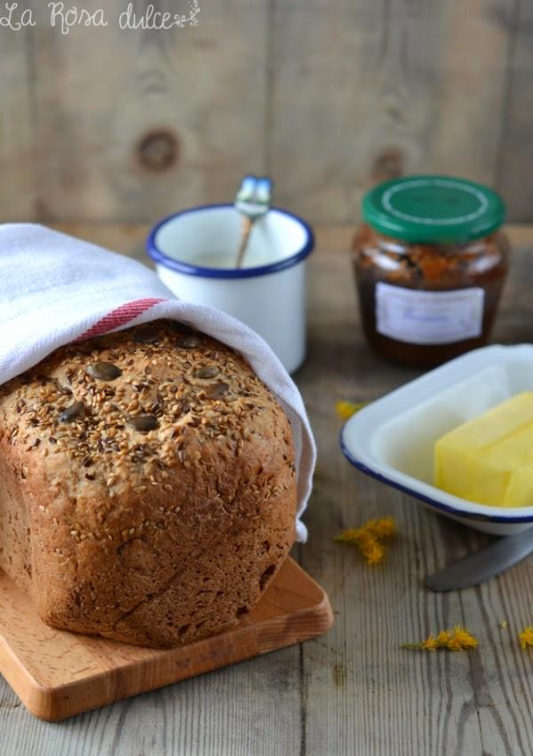 Pan integral de semillas y jarabe de arce en panificadora