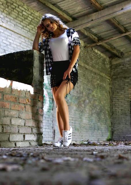 Czarna mini spódniczka  w stylizacji black and white. ♥