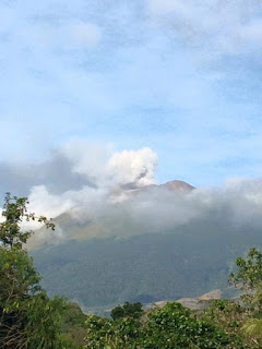 Emission de cendres du volcan Canlaon (ou Kanlaon), 24 novembre 2015