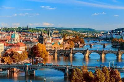fiume-Praga-Moldova-ponti-gite in barca