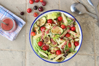 Cuillère et saladier : Salade - sauce vinaigrette aux cerises
