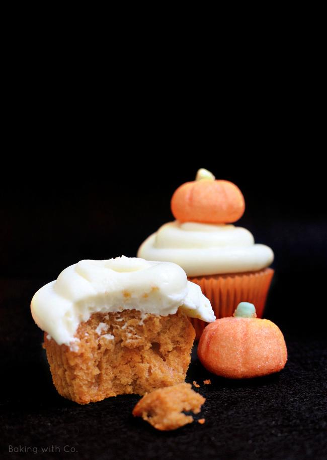 cupcakes de calabaza y frosting de queso halloween