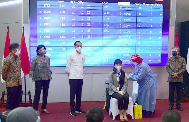 Jokowi Tinjau  Vaksinasi Massal Covid-19 bagi Perbankan dan Pasar Modal