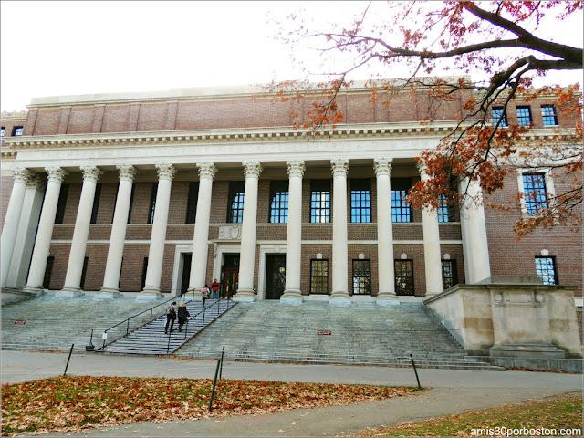 Entrada Principal de la Biblioteca Widener