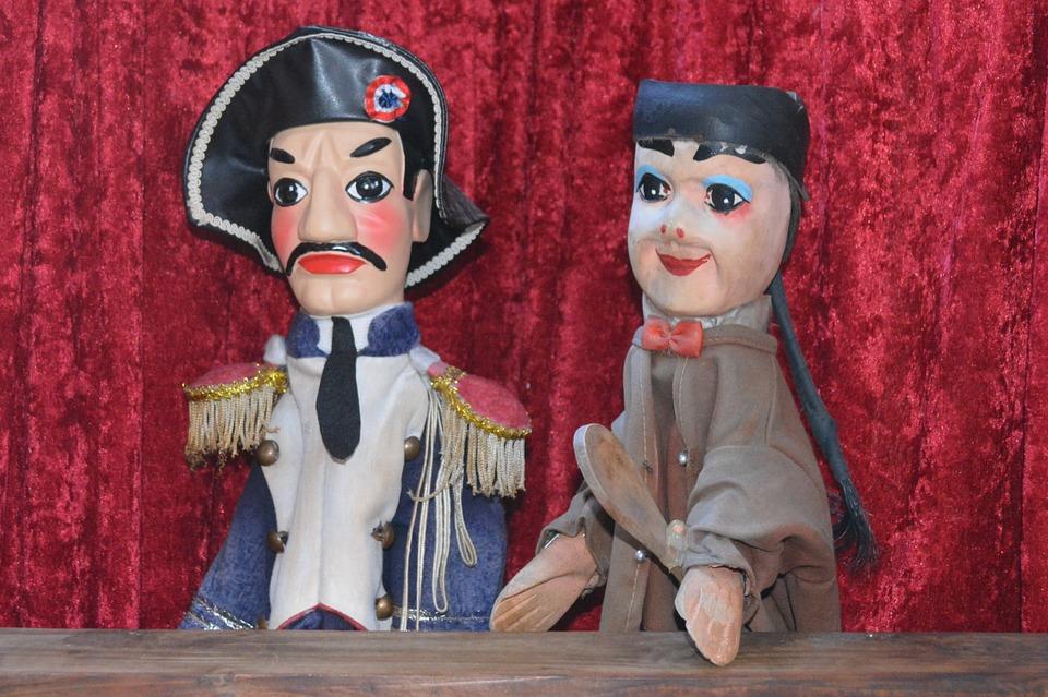 guignol gendarme marionnette