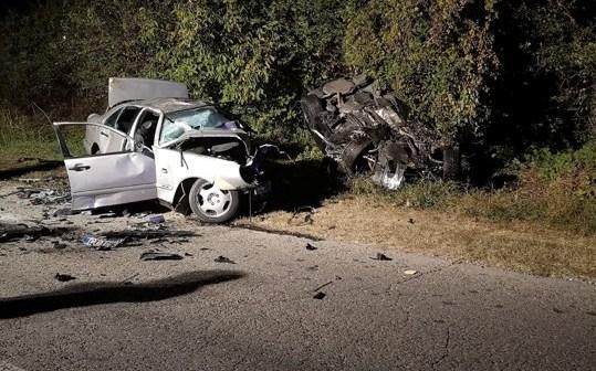 Първи версии: Челен удар доведе до шестима загинали в тежка катастрофа