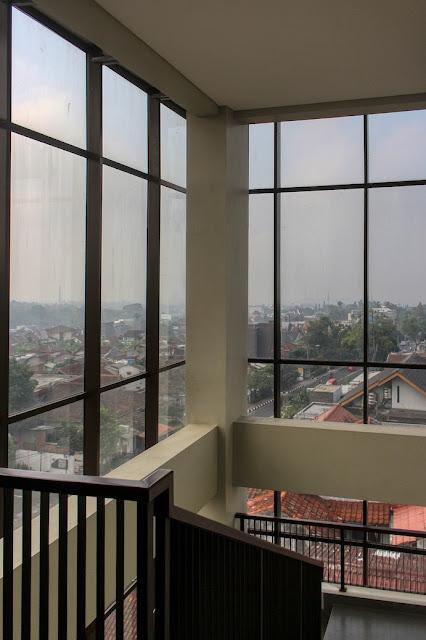 balcony hotel sukabumi selabintana