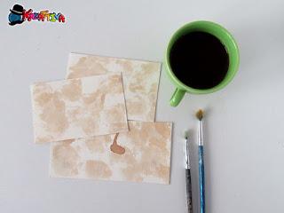 Quali sono i modi più semplici per invecchiare la carta in casa?