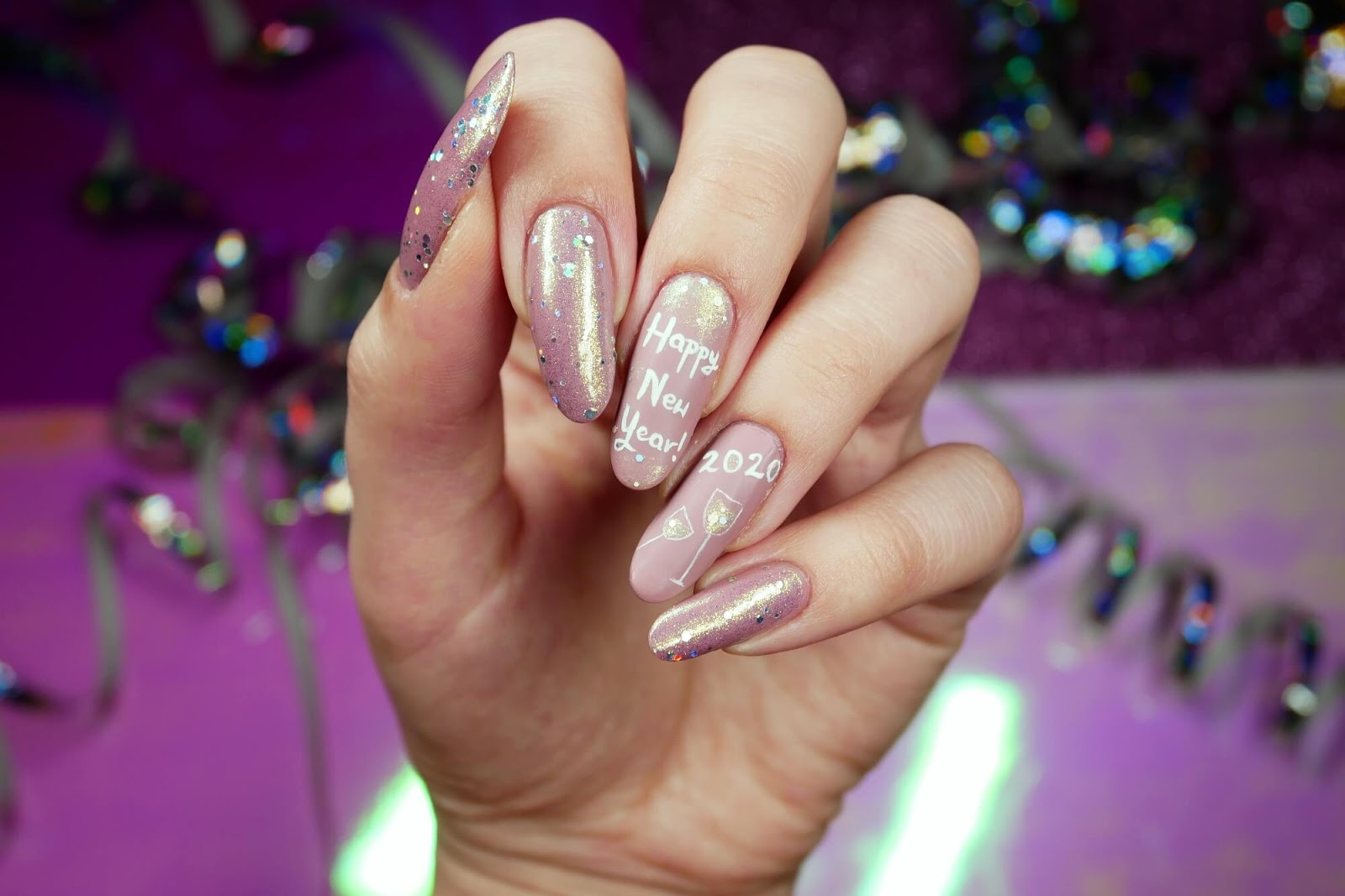 noworoczne paznokcie nude