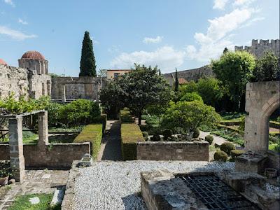 Tο ίδρυμα Marc de Montalembert και ο σπάνιος μεσαιωνικός κήπος στη Ρόδο